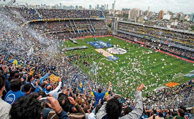 <div> Boca Juniors(Arjantin)</div> <div> <div> La Doce(12.Adam)</div> </div>