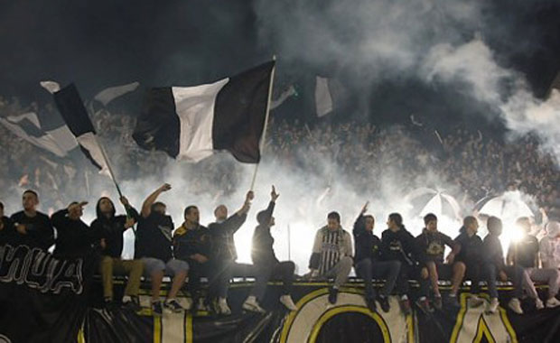 <div> Partizan(Sırbistan)</div> <div> Grobari(Mezarkazıcılar)</div>