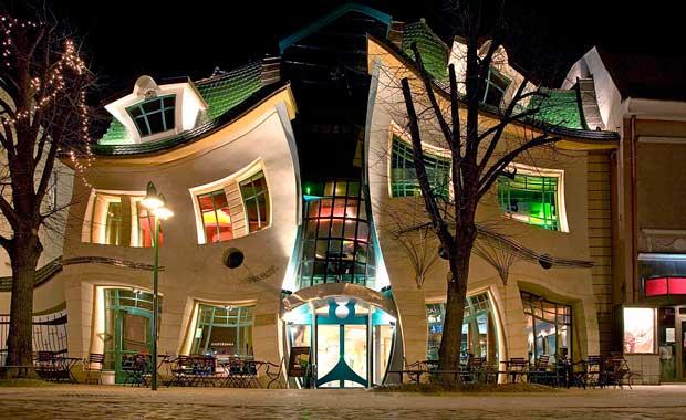 Bükülmüş bina, Sopot/ Polonya