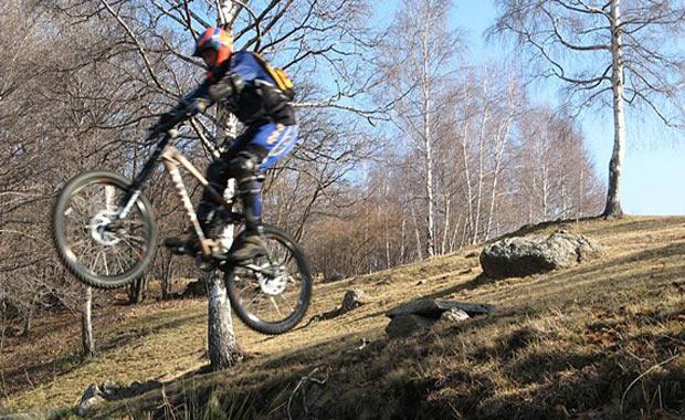 Ölüme meydan okuyan bir iniş: Dağ bisikleti