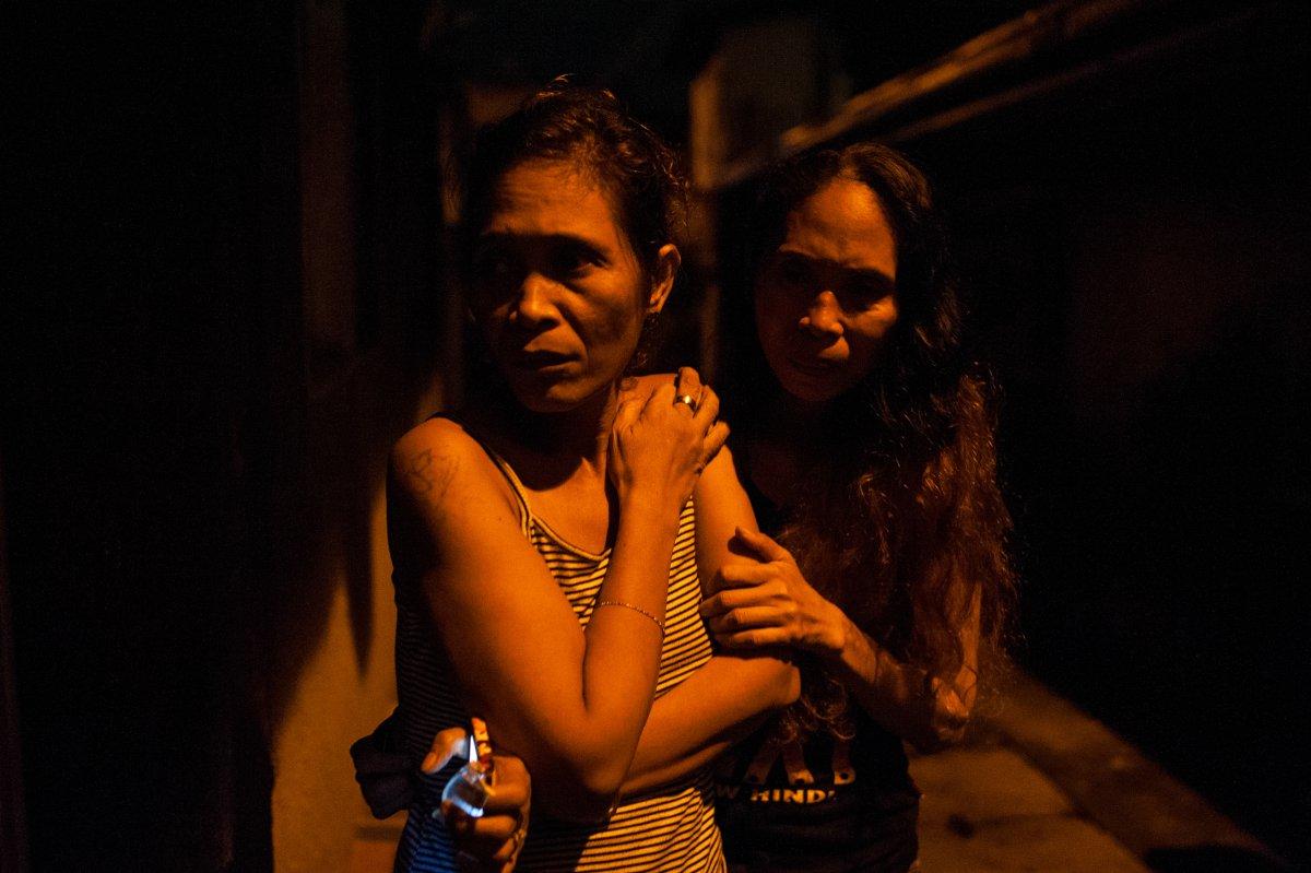 İki kadının gözlerinde korkunun nedenini fotoğrafçı Dondi Tawatao anlatıyor: