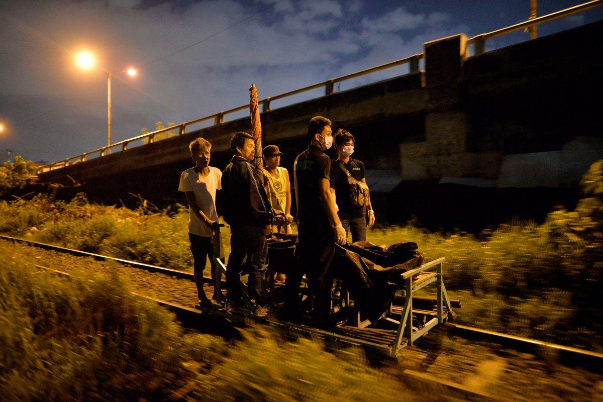 Cesetleri tramvay yolundan naklettiler...