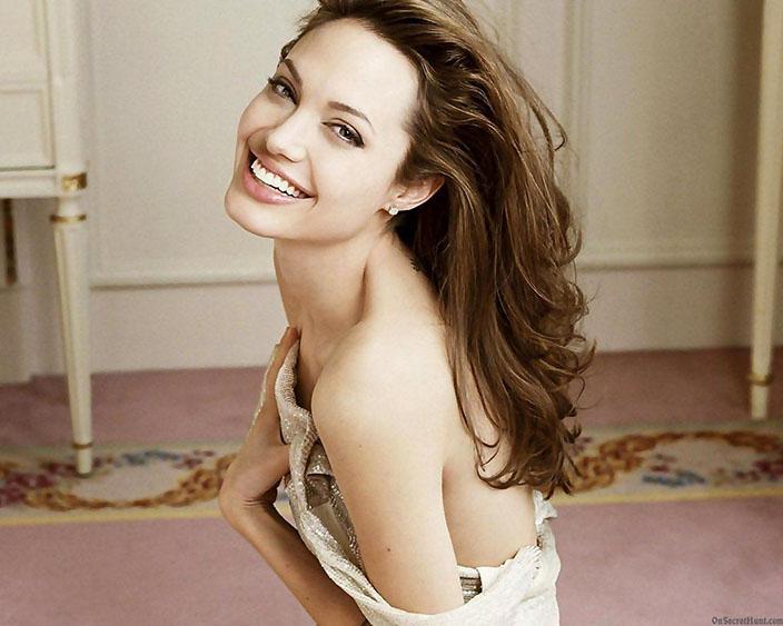 8- Angelina Jolie<br /> &nbsp;