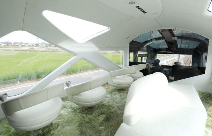 <p>Şeffaf vagon tasarımları sayesinde doğayla iç içe seyahat etme şansı yakalayabiliyorsunuz.</p>