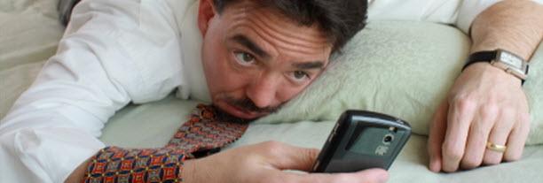 6- G&ouml;nderiyi ilk beğenen olmak i&ccedil;in telefon elinde uyuyanlar &nbsp;<br /> &nbsp;