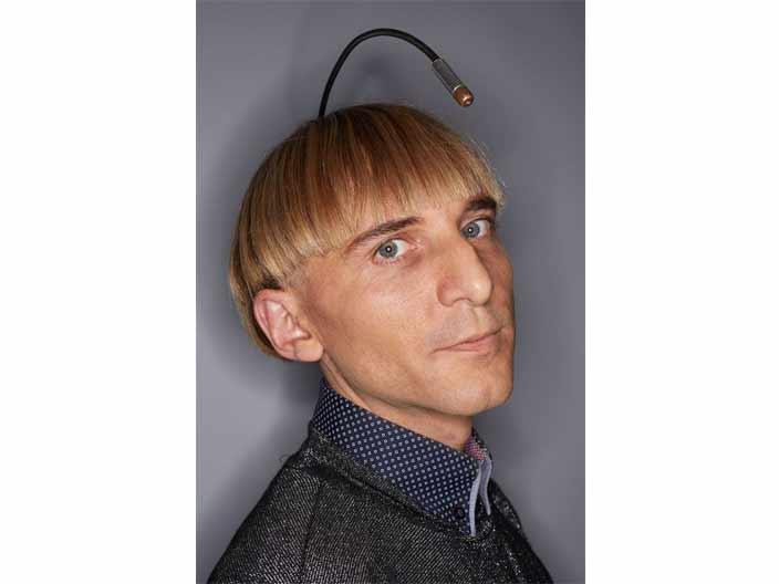 <strong>4. Başına anten monte ettiren ilk insan</strong>