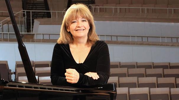 8- İdil Biret: Dünyanın en geniş repertuvarlı piyanisti<br />