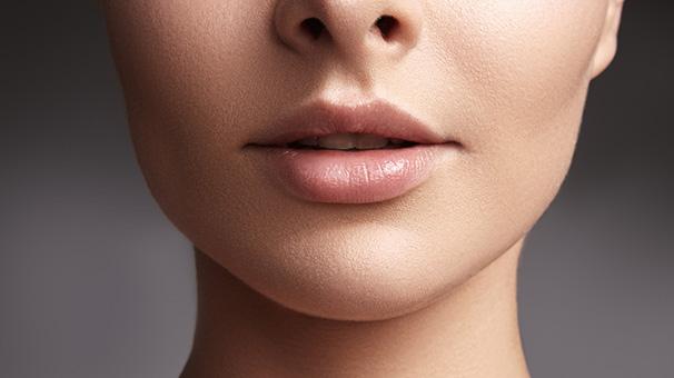 5- Doğal peeling uygulayarak pürüzsüz dudaklara kavuşun