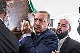 Tabutuna Cumhurbaşkanı Erdoğan omuz verdi