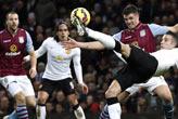 Villa Park'ta 2 gol,   1 kırmızı ve gerginlik!