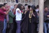 Diva izdihamı! Dua etti düğüne gitti