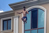 Kenan Sofuoğlu 3. kattan havuza atladı, hastanelik oldu!
