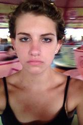 İşte dünyanın en mutsuz kızı