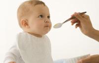 Bebeğime ek besinler vermeye ne zaman başlamalıyım?