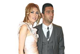 Arda Turan, sevgilisi Sinem Kobal'ı ailesinden istedi
