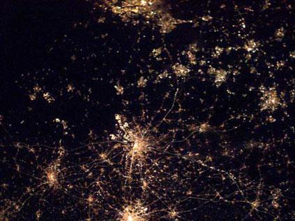 Astronotun albümünden dünya kentleri.. Fft20_mf132640