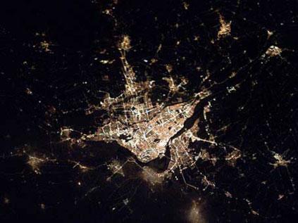Astronotun albümünden dünya kentleri.. Fft20_mf132644