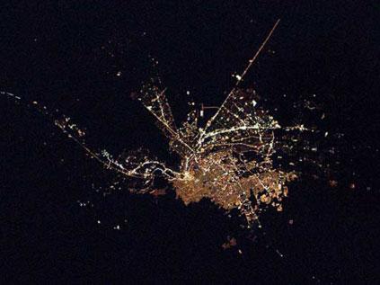 Astronotun albümünden dünya kentleri.. Fft20_mf132646