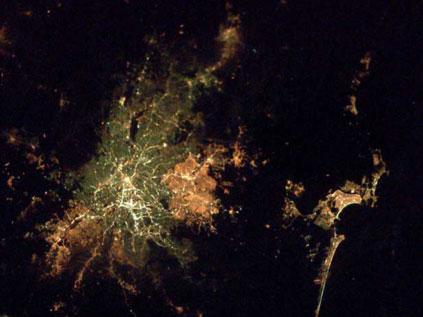 Astronotun albümünden dünya kentleri.. Fft20_mf132654