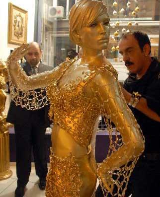 Işte hadise'nin kumaşsız eurovision kıyafeti