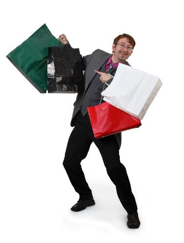 жених. мужчина с сумками.