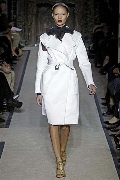 Catwalk: Yves Saint Laurent 2011 ilkbahar/yaz