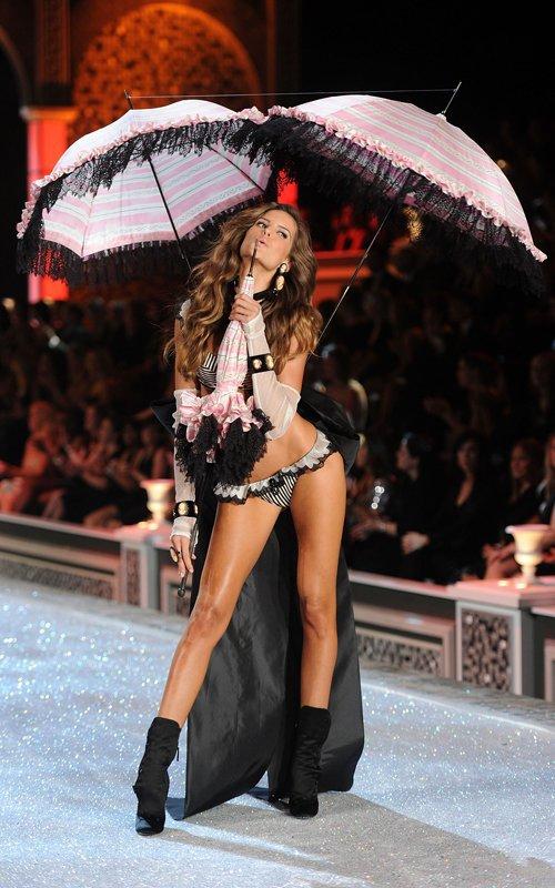 "victoria secret goz kamastirdi  1883338 - ""Victoria's Secret"" g�z kama�t�rd�"