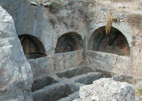 Yedi Uyuyanlar Mağarası ve Efsanesi