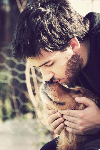 Köpek seven yakışıklı erkekler