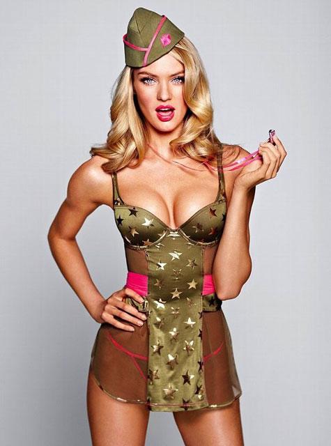 ролях: девушки в военной форме 18 правильно: одеть