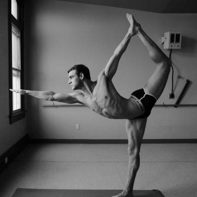 Erkeklerin muhteşem yoga pozları