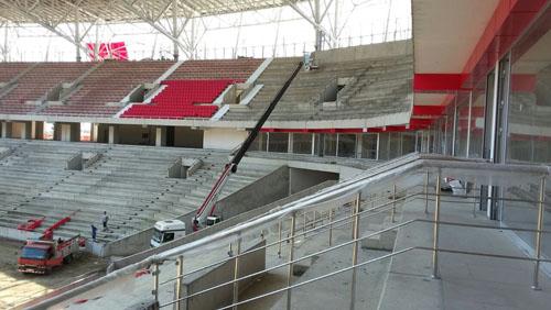 Yeni Samsun 19 Mayıs Stadı'nda koltuklar monte edilmeye başlandı