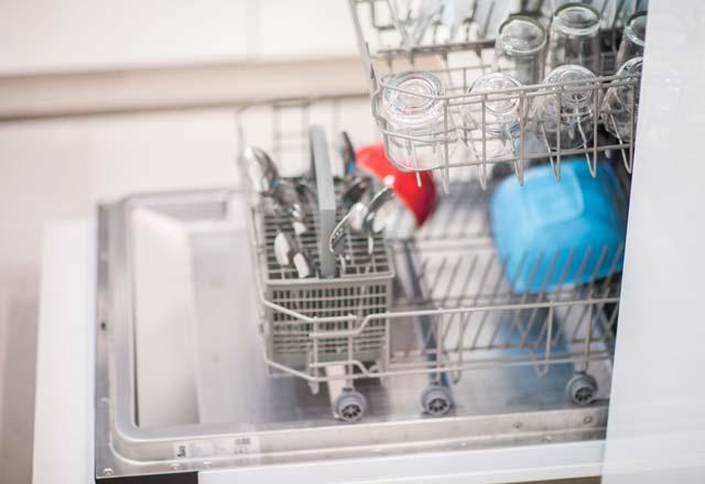 Bulaşık makinesinde asla yıkanmaması gerekenler