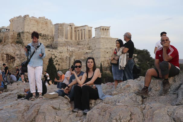 Atina'nın Areios Pagos tepesi ziyaretçi akınına uğruyor