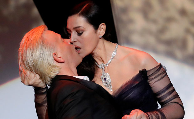 Cannes açılışına Monica Bellucci´nin bu hareketi damga vurdu