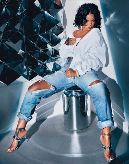 Rihanna yeni koleksiyonundan fotoğraflar paylaştı