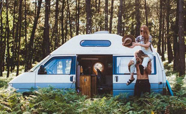 Minibüsle binlerce kilometre seyahat ettiler