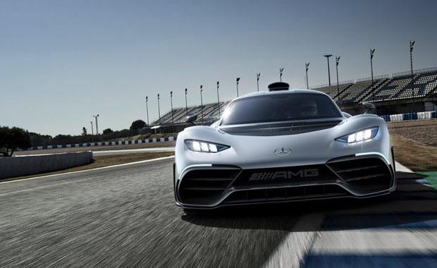 Mercedes, Formula 1'i trafiğe taşıyor...