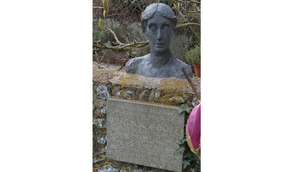 Yazarların mesaj dolu mezar taşları