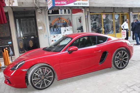 Dondurma çubuğundan Porsche kazandı!