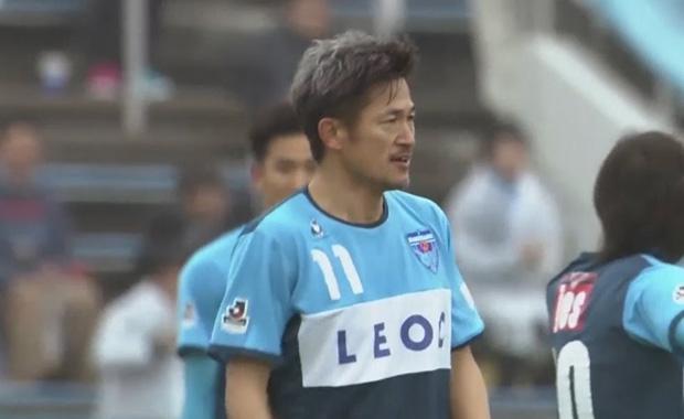 51 yaşındaki Japon futbolcu kulübüyle sözleşme uzattı