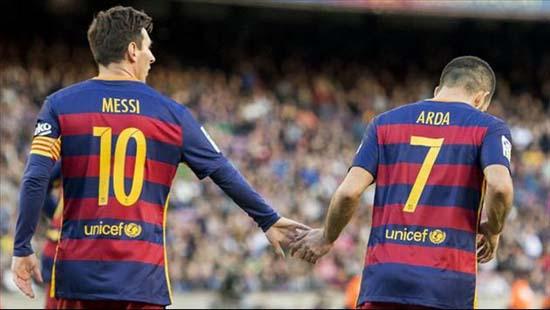 Flaş iddia: Messi, Arda Turan'a selam bile vermiyor