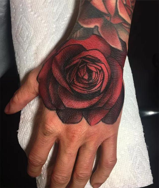 Çiçek severler için çiçekli dövme modelleri