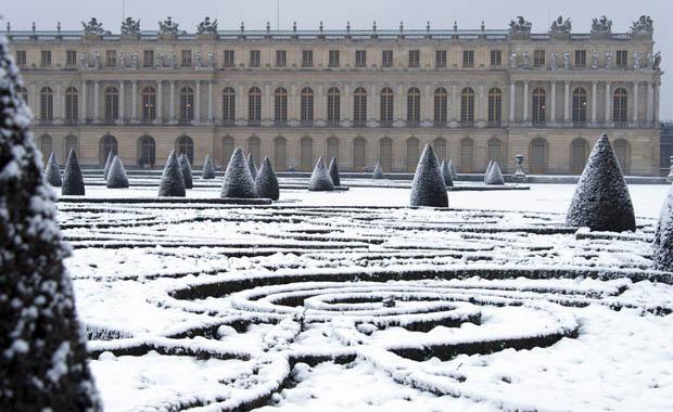 Paris karlar altında