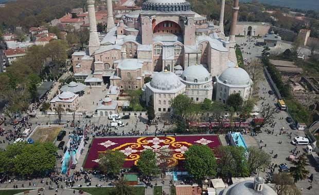 İstanbul'a dünyanın en büyük lale halısı