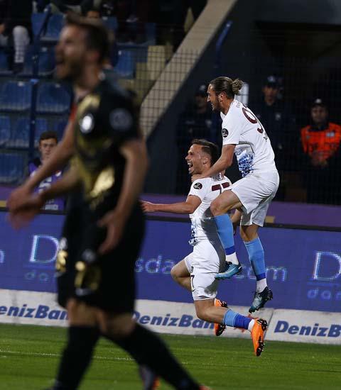 Osmanlıspor - Trabzonspor maçından kareler