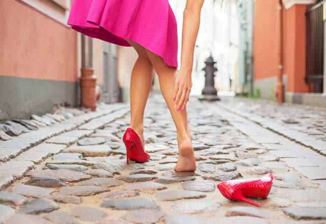 Asla topuklu ayakkabı ile kombinlememeniz gereken 6 parça