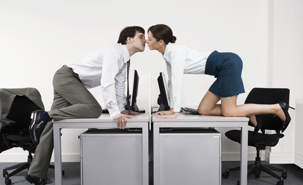 İş yerinde aşk başkadır
