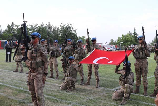 Diyarbakır'da jandarmadan nefes kesen gösteri