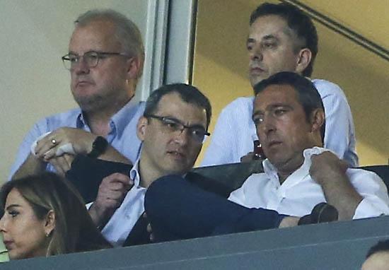 Fenerbahçe'nin sol kanadı Cenk Tosun'dan
